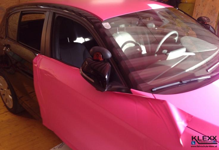 Fahrschule_Innsbruck_Klexx_BMW_1er_Pink_Folierung_Carwrap