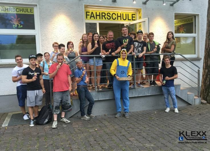 Fahrschule_Innsbruck_Klexx_Minion_Eisessen3